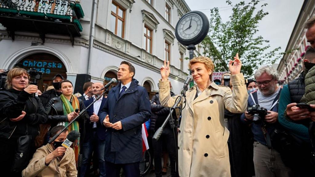 Rafa Trzaskowski w Łodzi. Spotkanie z mieszkańcami na Piotrkowskiej [TRANSMISJA] - Zdjęcie główne