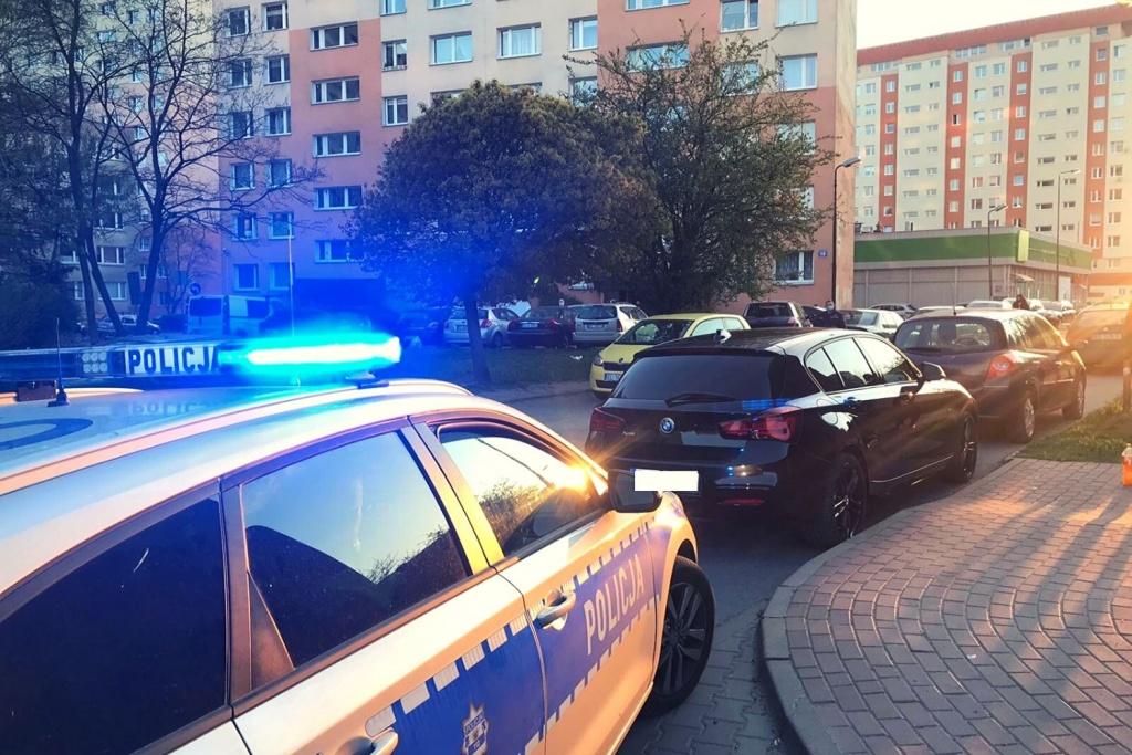 Pasażer BMW wyrzucił niedopałek papierosa. Interweniują policjanci. Zaskakujący finał kontroli - Zdjęcie główne