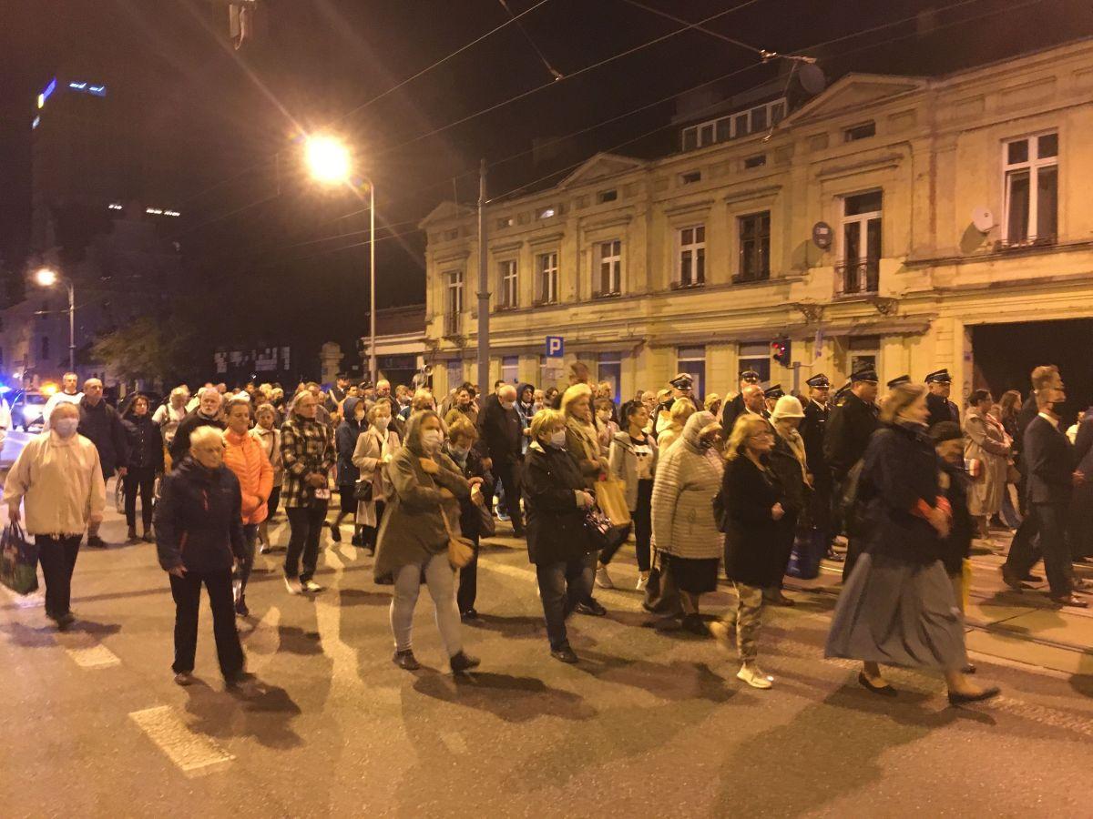 Procesja ku czci św. Faustyny przeszła Piotrkowską w Łodzi [zdjęcia] - Zdjęcie główne
