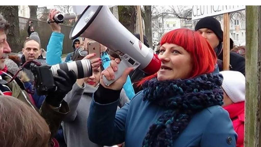 Maseczki są symbolem ograniczania praw i budowy państwa totalitarnego - mówi Justyna Socha z z ruchu STOP COVID 1984 - Zdjęcie główne