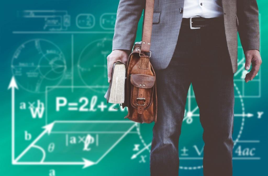Praca Łódź. Szkoły szukają nauczycieli - anglistów, matematyków, historyków. Ile zarabiają nauczyciele? - Zdjęcie główne