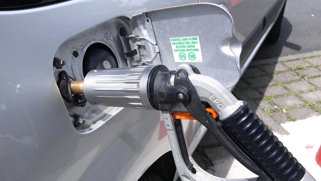 Przewozisz paliwa ciekłe: gaz, benzyny, oleje opałowe, biopaliwa czy smary? Musisz uzyskać wpis do rejestru - Zdjęcie główne