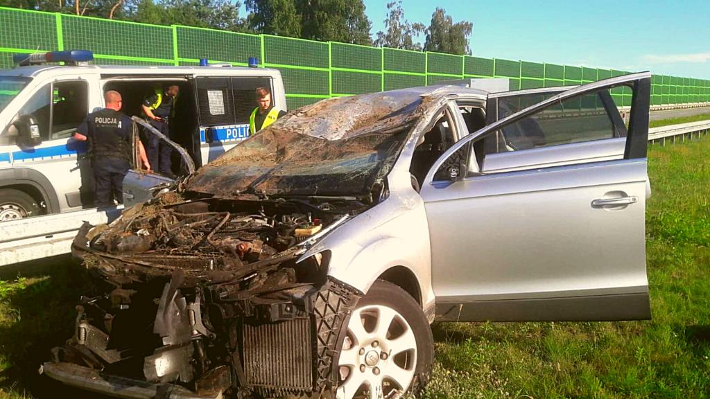 Uwaga! Tragiczny wypadek na A1. Droga zablokowana. Osoby z drugiego samochodu uciekły - Zdjęcie główne