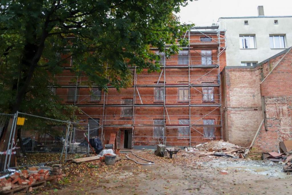 W remontowanej kamienicy przy Gdańskiej odkryto wspaniałe architektoniczne detale!  - Zdjęcie główne