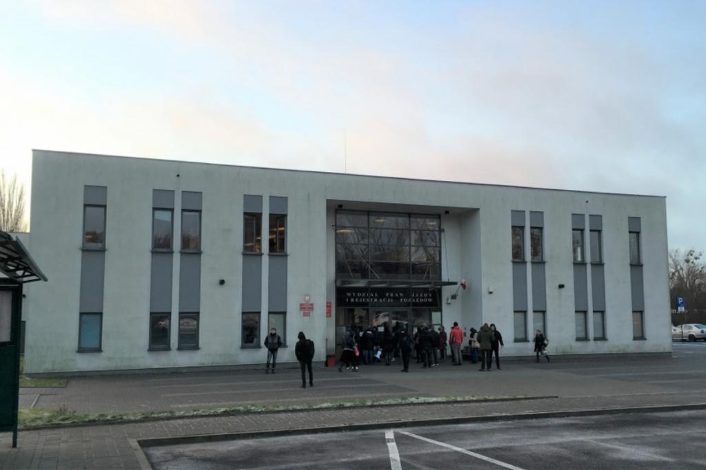 Długi okres oczekiwania na rejestrację auta w Łodzi. Czemu inne miasta w regionie nie mają z tym problemu? - Zdjęcie główne