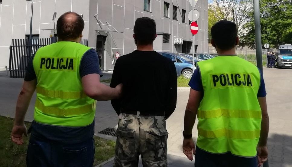 Nocna akcja policji! Włamywali się do samochodów w centrum Łodzi. Monitoring pomógł ich złapać [ZDJĘCIA] - Zdjęcie główne