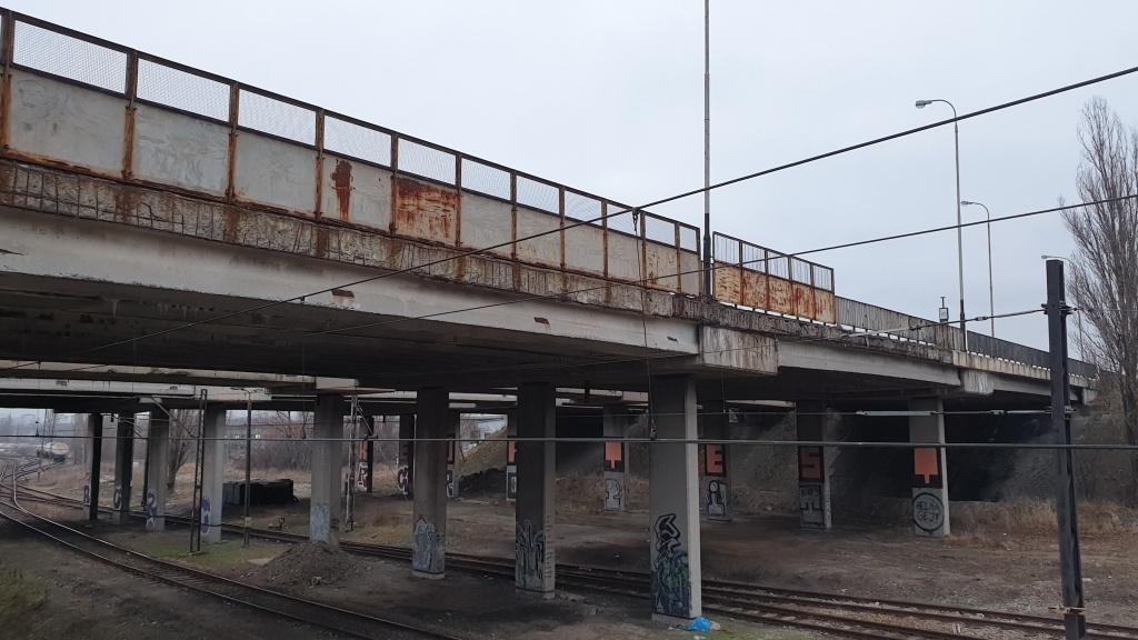 Super niebezpieczna stacja w Łodzi. Łódź - Dąbrowa to przystanek pułapka - Zdjęcie główne