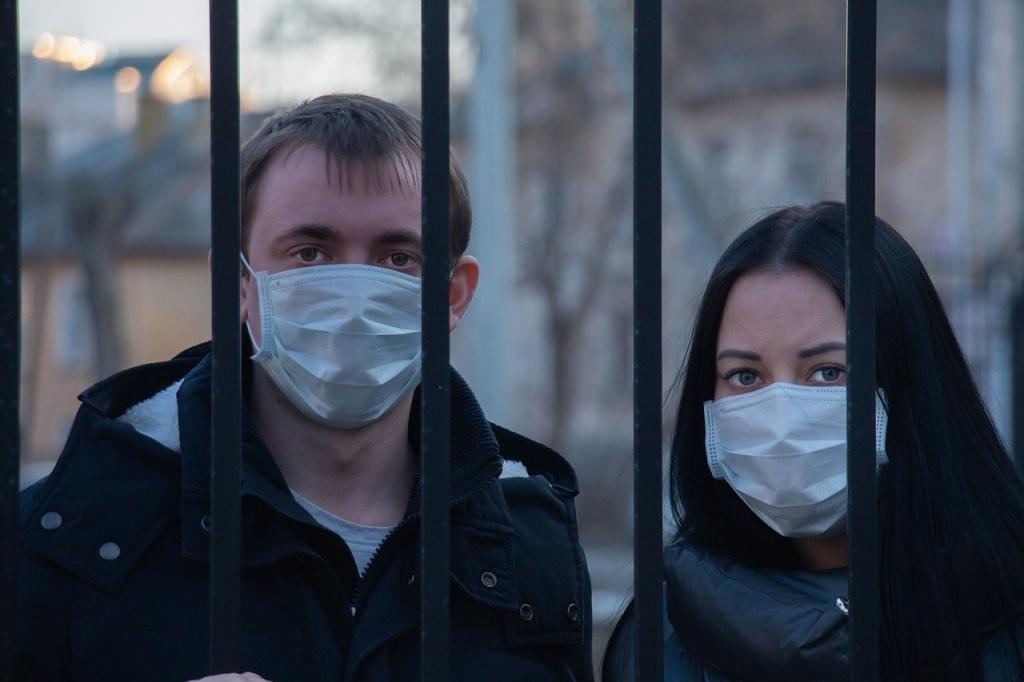 """Mieszkańcy skarżą się na Ukraińców na kwarantannie. """"Jedni siedzą, a inni nie.Przeskakują płoty, pędzą do Żabki po wódkę"""" - Zdjęcie główne"""