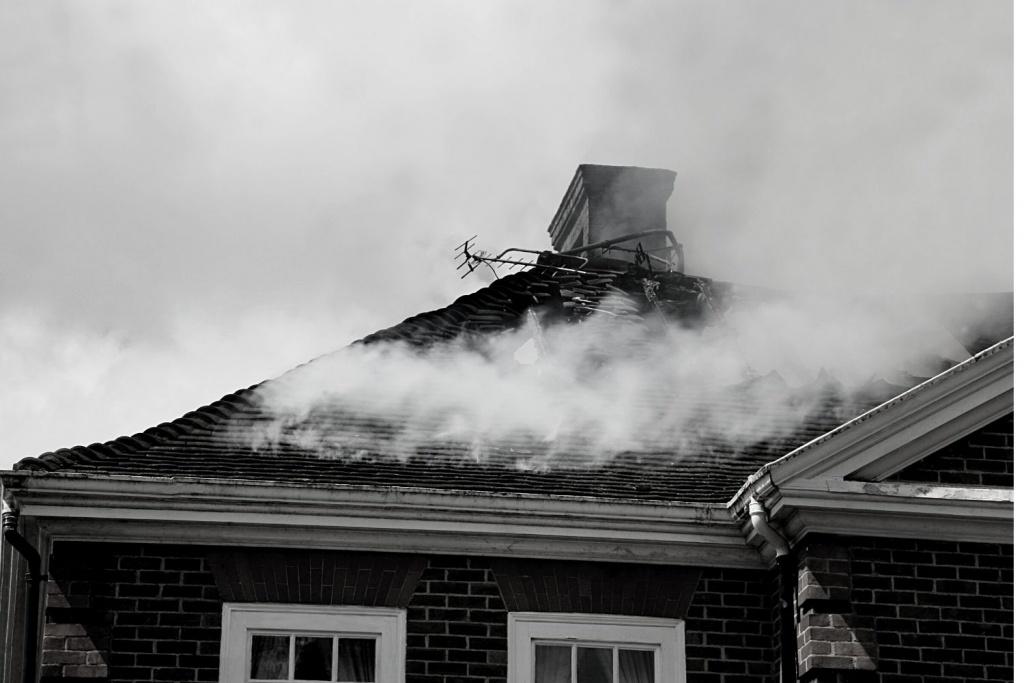 Łódzkie. 80-letnia kobieta zginęła w pożarze domu jednorodzinnego - Zdjęcie główne