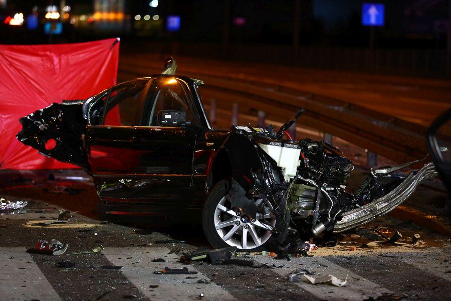 Wypadek w Rzgowie. BMW uderzyło w latarnię. Trzy ofiary śmiertelne [zdjęcia] - Zdjęcie główne