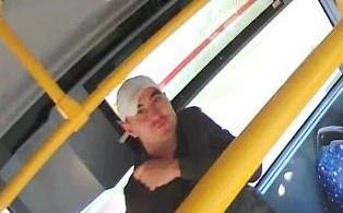 Szarpanina w autobusie linii 55 w Łodzi. Poszkodowanym starszy mieszkaniec Łodzi. Policja szuka sprawcy! [ZDJĘCIA | RYSOPIS] - Zdjęcie główne