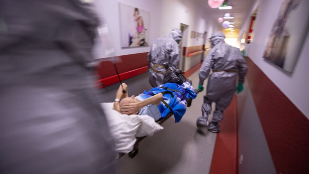 Ważne! Koronawirus nieustannie groźny. Nowy rekord zakażeń w Polsce. Ponad 900 przypadków. Jak Łódzkie? [RAPORT] - Zdjęcie główne