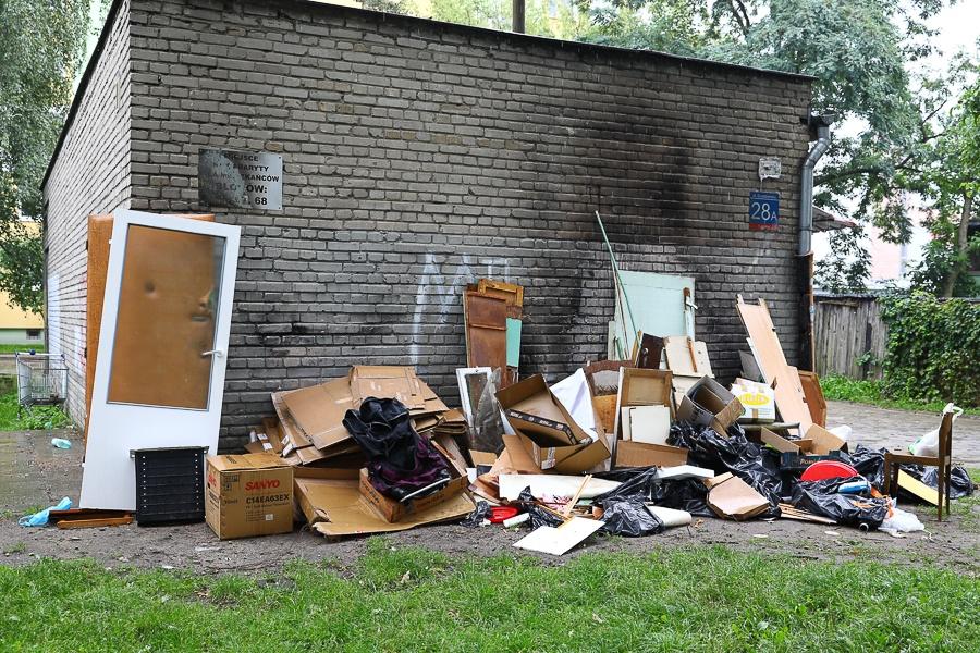 Śmieci Łódź. Niekontrolowane wysypisko, pogróżki i podpalenia w biały dzień. Mieszkańcy Karolewa mają dość [zdjęcia] - Zdjęcie główne