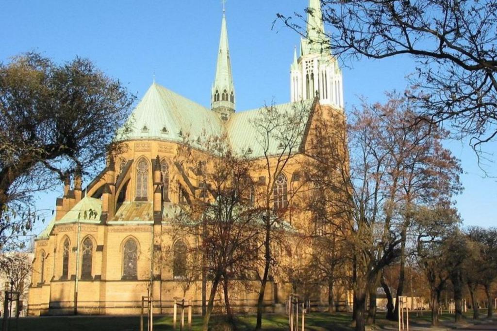 Sukcesywnie zmniejsza się liczba katolików w Łódzkiem. Przybywa wyznawców innych religii  - Zdjęcie główne