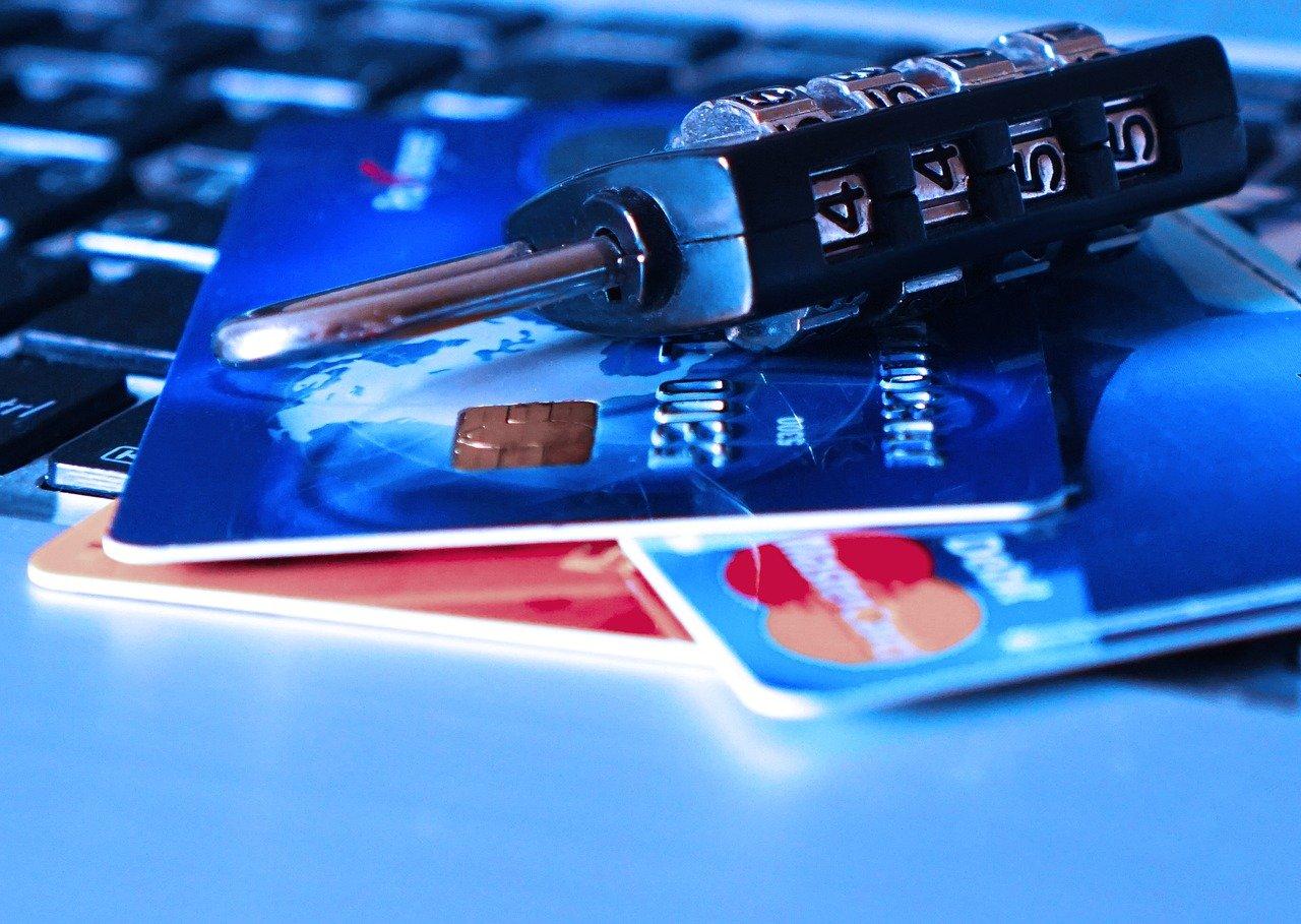 Nowa metoda działania oszustów. Podszywają się pod infolinię banku i czyszczą konto - Zdjęcie główne