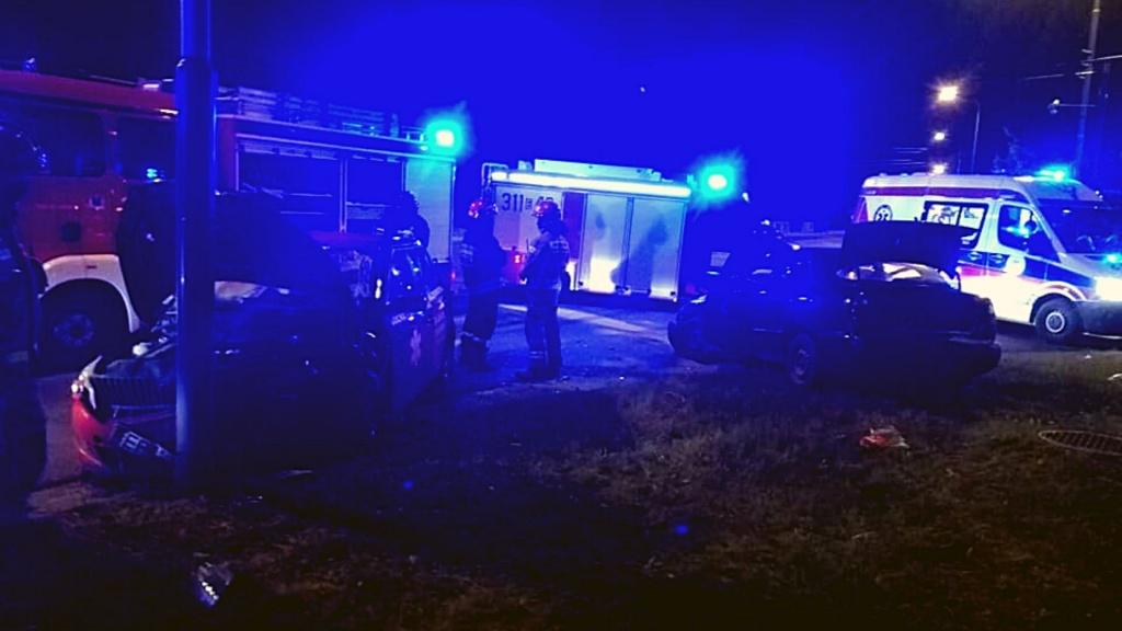 Groźny wypadek na Polesiu w Łodzi. Nie ustąpienie pierwszeństwa przejazdu i alkohol [ZDJĘCIA] - Zdjęcie główne