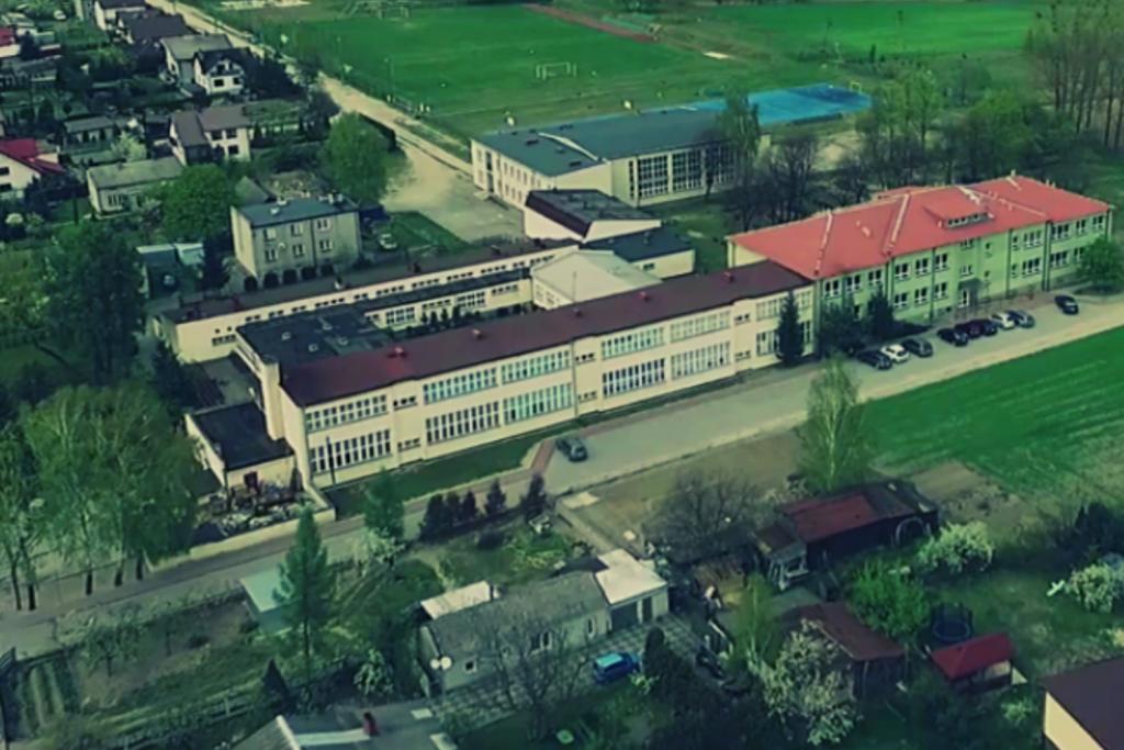Koronawirus w kolejnej szkole w Łódzkiem. Na kwarantannie 125 uczniów i 17 nauczycieli - Zdjęcie główne