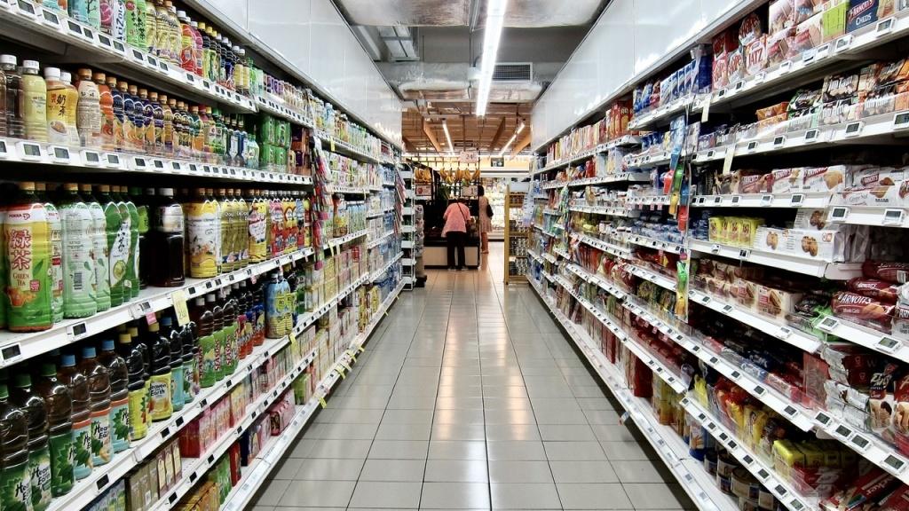 Dyskryminacja czy pomoc dla kobiet? Kto sprawniej robi zakupy w spożywczym? - Zdjęcie główne