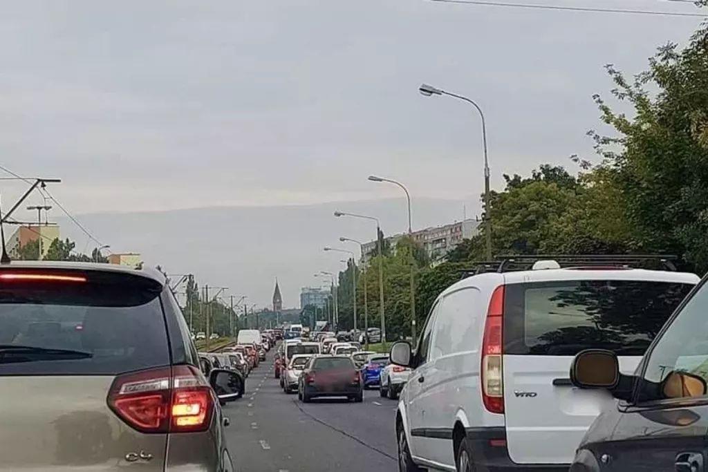 Wróblewskiego i Niciarniana w Łodzi zakorkowane. Sprawdźcie, które ulice jeszcze omijać - Zdjęcie główne