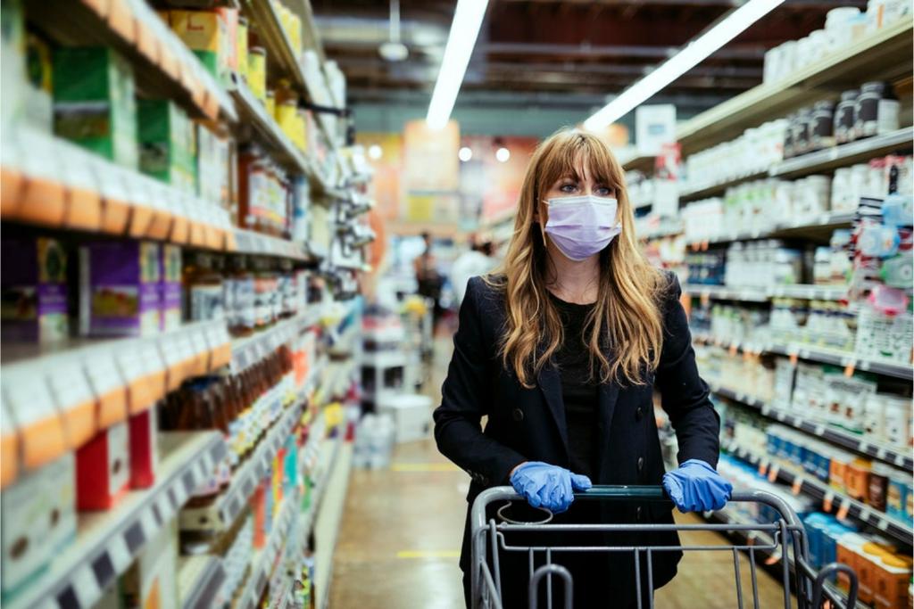 Jak ograniczyć ryzyko zakażenia podczas robienia zakupów? Praktyczne rady dot. prewencji przeciwwirusowej - Zdjęcie główne