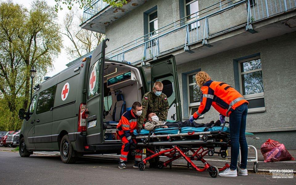 Trend się utrzymuje. Ponad 1300 zakażeń koronawirusem w Polsce, w Łódzkiem blisko 100 [RAPORT] - Zdjęcie główne