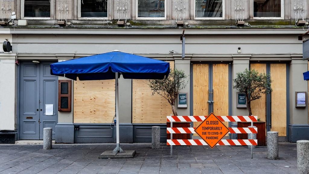 Czeka nas ponowne zamknięcie gospodarki? Wiceminister finansów i politycy PiS tego nie wykluczają - Zdjęcie główne