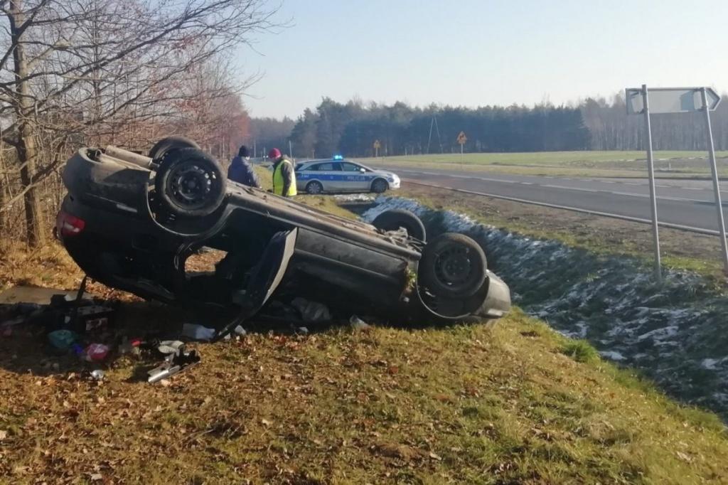 Koszmarny wypadek w Łódzkiem. Śmierć na miejscu poniósł 22-letni kierowca Volvo - Zdjęcie główne