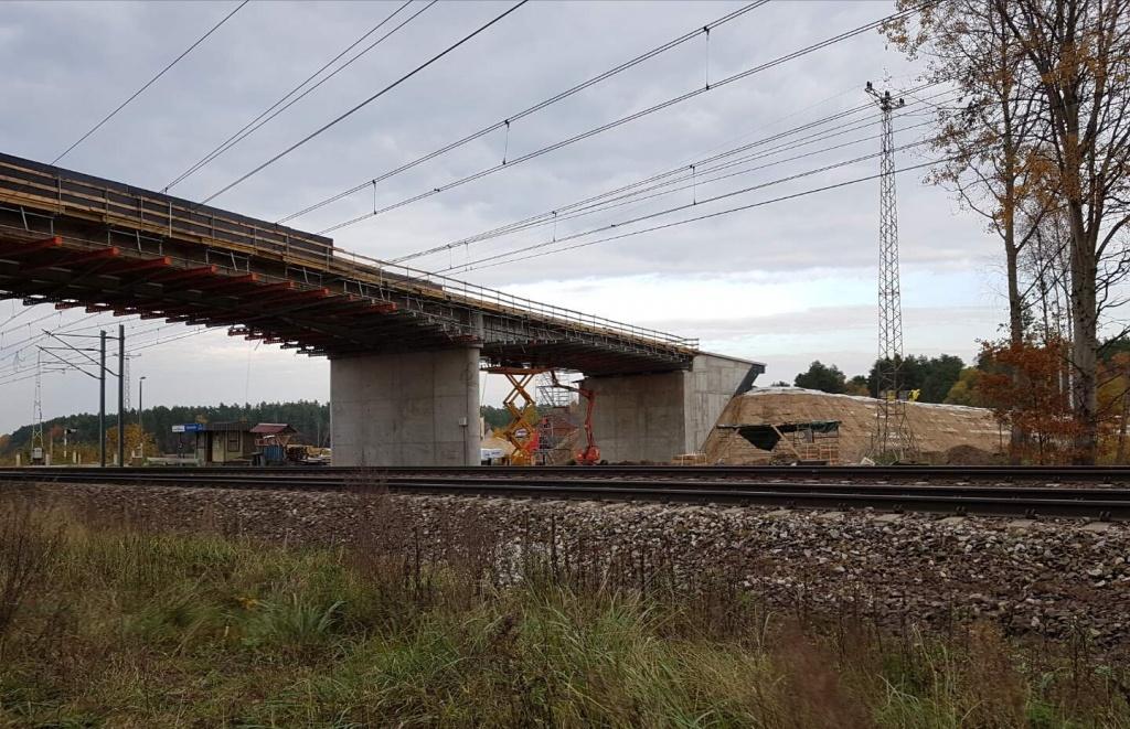 Pociągi pojadą do 250 km/h. W Łódzkiem trwa budowa wiaduktów Centralnej Magistrali Kolejowej [ZDJĘCIA] - Zdjęcie główne