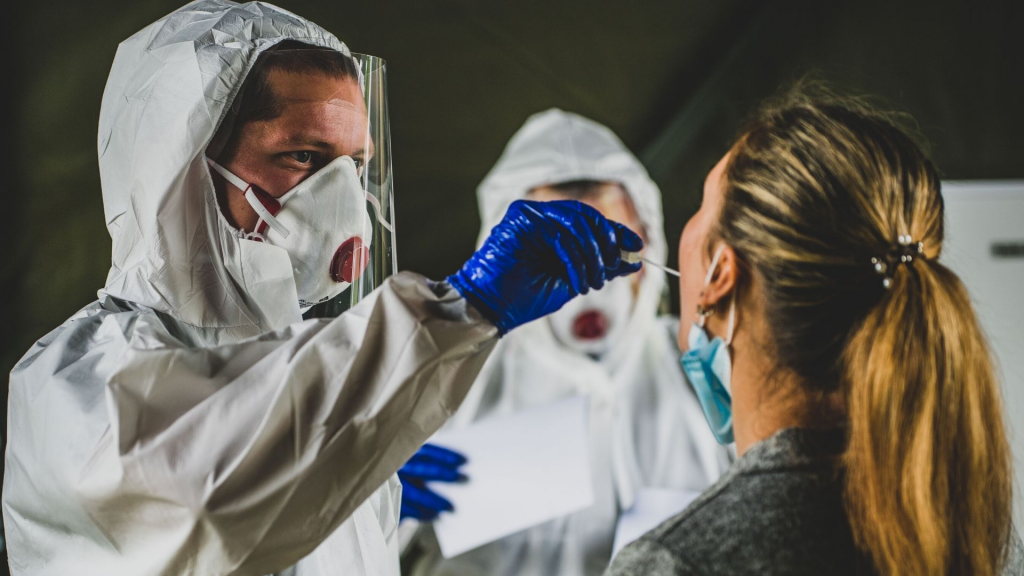 Rekord goni rekord. Ponad 2200 zakażeń koronawirusem w Polsce. W Łódzkiem blisko 150 [RAPORT] - Zdjęcie główne