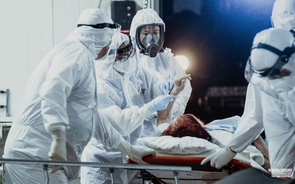 W Polsce ponad 700 przypadków koronawirusa. 18 osób zmarło. Łódzkie nadal wysoko [RAPORT DOBOWY] - Zdjęcie główne