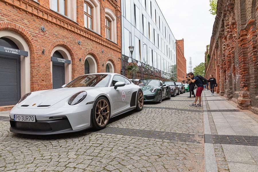 Kultowa Porsche Parade 2021 w województwie łódzkim. Tyle wspaniałych porschaków w jednym miejscu [zdjęcia] - Zdjęcie główne