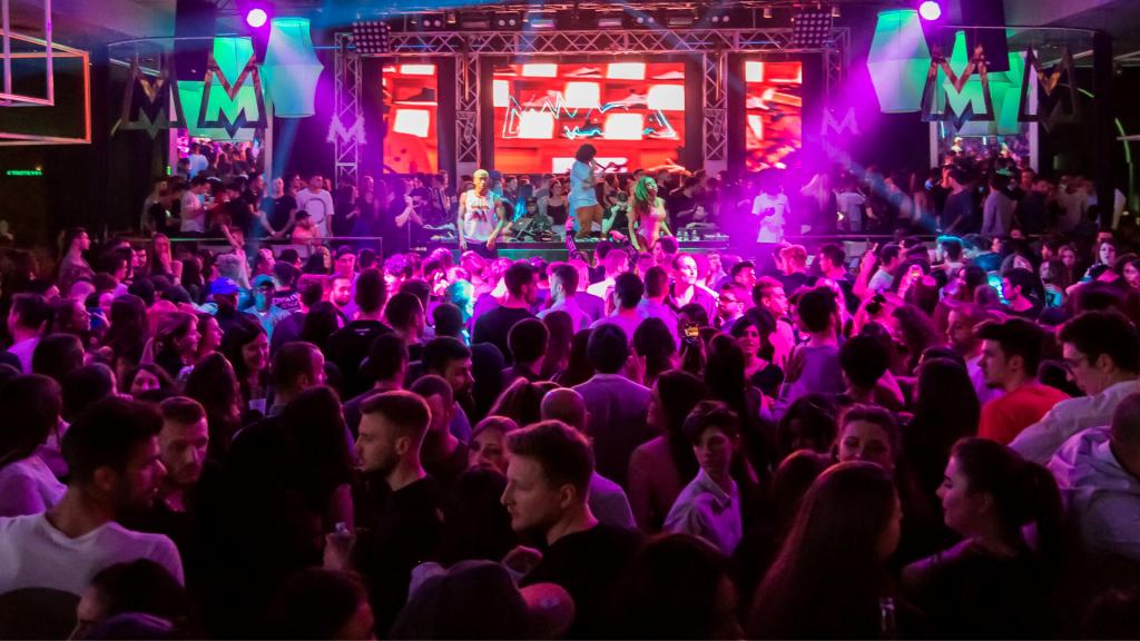 Koronawirus wśród bawiących się w klubie na Piotrkowskiej. Sanepid szuka imprezowiczów - Zdjęcie główne