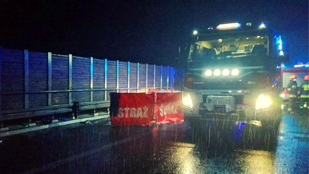 Tragiczny wypadek na autostradzie A1 pod Łodzią. Nie żyją dwie młode osoby - Zdjęcie główne