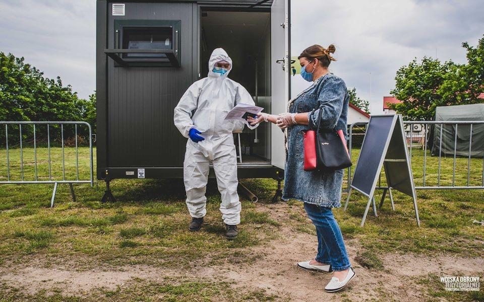 W Łódzkiem mamy obecnie 892 osoby zakażone koronawirusem. W Polsce ponad 500 nowych przypadków [RAPORT] - Zdjęcie główne