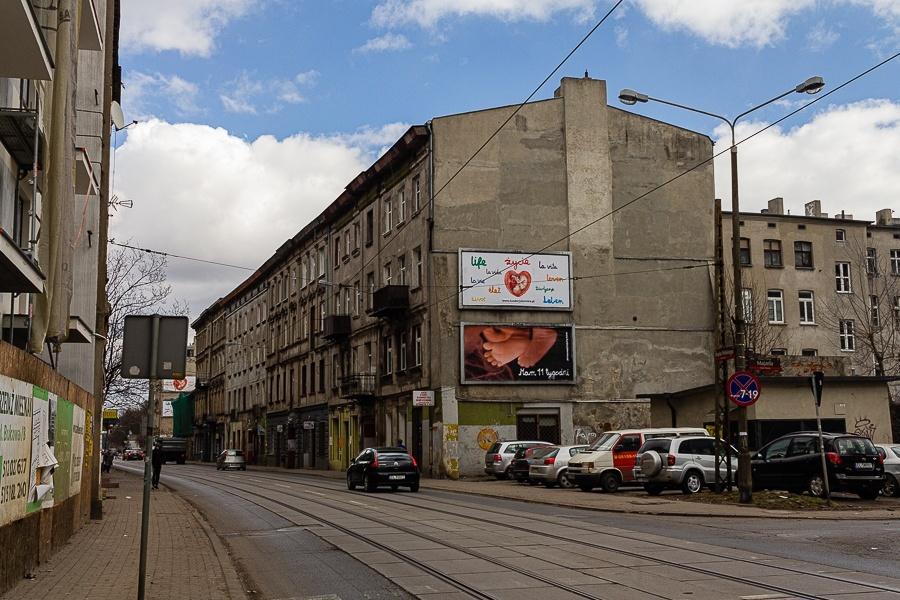 Kibole Łódź. Dzieci zrobiły zadymę na Bałutach w Łodzi. To pseudokibice ŁKS-u Łódź [wideo] - Zdjęcie główne