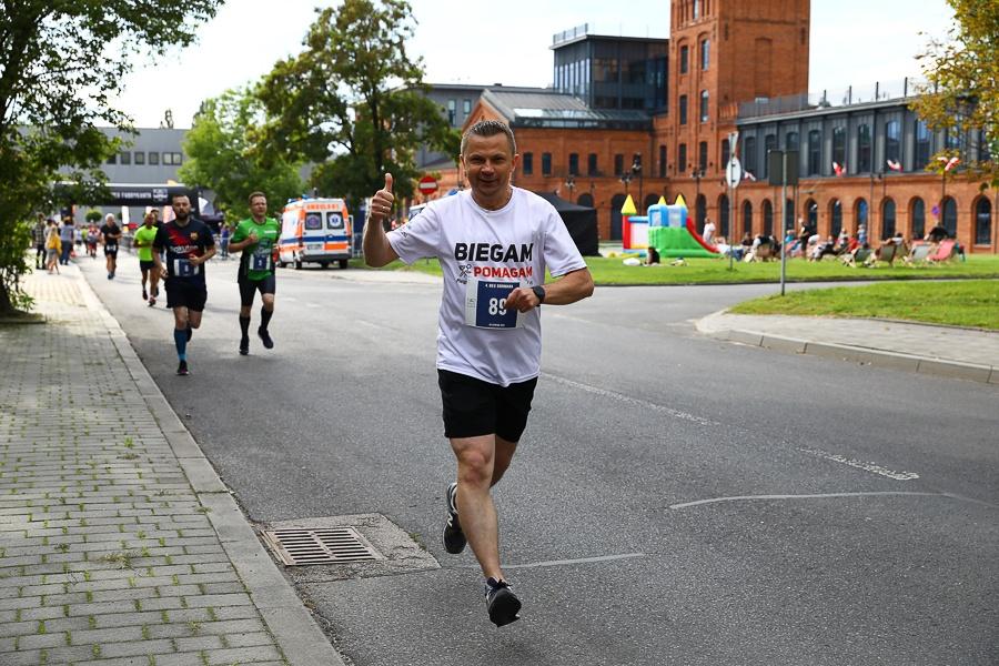 Bieg Fabrykanta i Grohmana w Łodzi. Setki biegaczy wzięło udział w imprezie Łódzkiej Specjalnej Strefy Ekonomicznej [zdjęcia] - Zdjęcie główne
