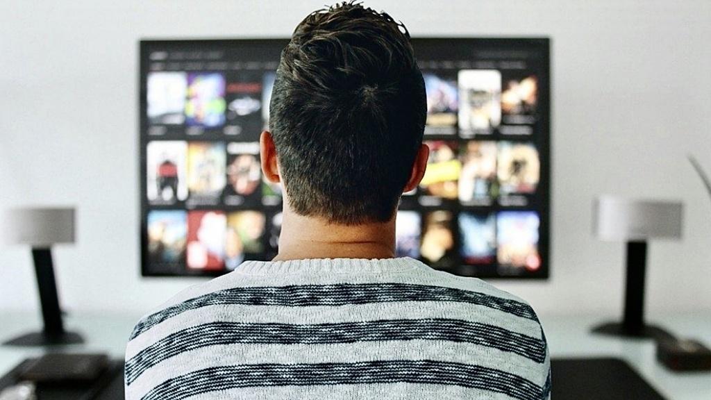 Psycholog radzi: Jak uniknąć konfliktów, gdy partner ciągle gra lub ogląda telewizję? [WIDEO] - Zdjęcie główne