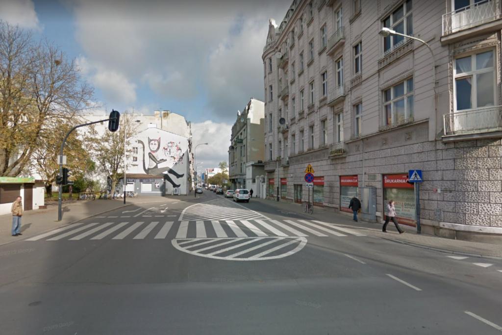 Zmiana organizacji ruchu przy ul. Sienkiewicza – kierowcy zaskoczeni przejazdem w obu kierunkach - Zdjęcie główne