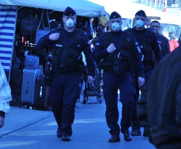 Policjanci kontrolują targowiska [ZDJĘCIA] - Zdjęcie główne