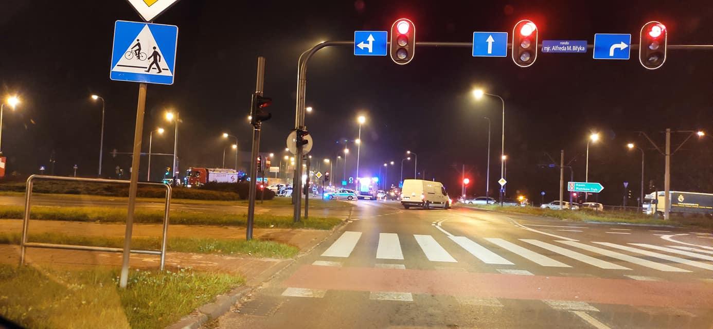 Wypadek na al. Włókniarzy i Zgierskiej. Raport z łódzkich dróg [01.10.2021]  - Zdjęcie główne