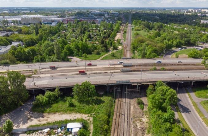 Koszmarny stan wiaduktu na Przybyszewskiego. Trzeba go zburzyć, bo remont nie ma sensu - Zdjęcie główne