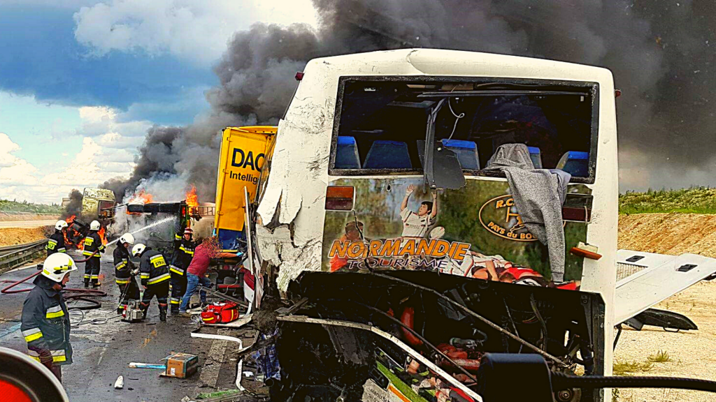 Karambol na A1. Minister Zdrowia w Łodzi. W płomieniach autobus, TIR i cysterna [ZDJĘCIA Z AKCJI] - Zdjęcie główne