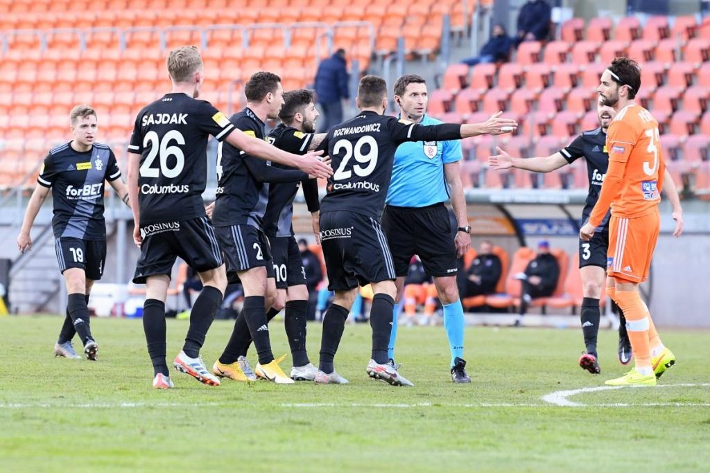 Pomyłki sędziowskie wypaczyły wynik meczu Łódzkiego Klubu Sportowego? - Zdjęcie główne