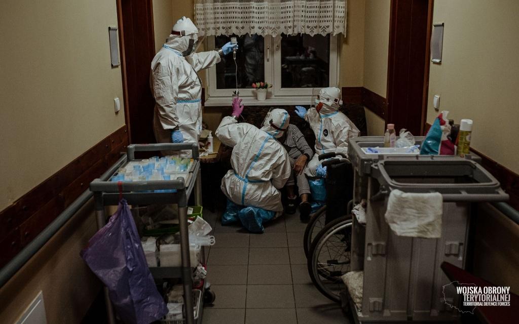 KORONAWIRUS. Raport z Łodzi. Ponad 160 osób zakażonych w DPS-ach, w szkołach 57 nowych przypadków - Zdjęcie główne