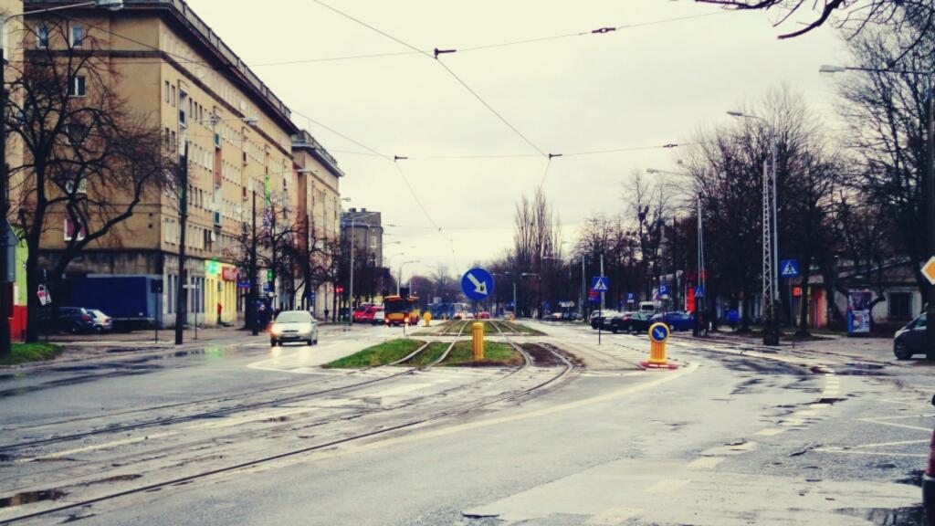 Ulica Wojska Polskiego czeka na remont. Mieszkańcy się niecierpliwią, a ZIM znowu przekłada ogłoszenie przetargu - Zdjęcie główne