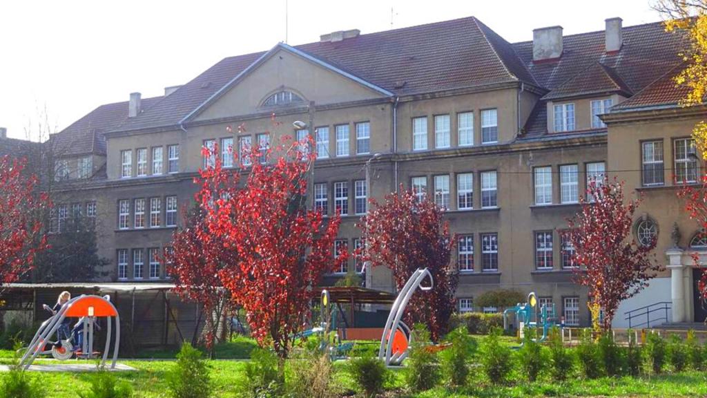 U kolejnego ucznia w Łodzi potwierdzono koronawirusa. Jaka sytuacja w szkołach i przedszkolach? [RAPORT] - Zdjęcie główne