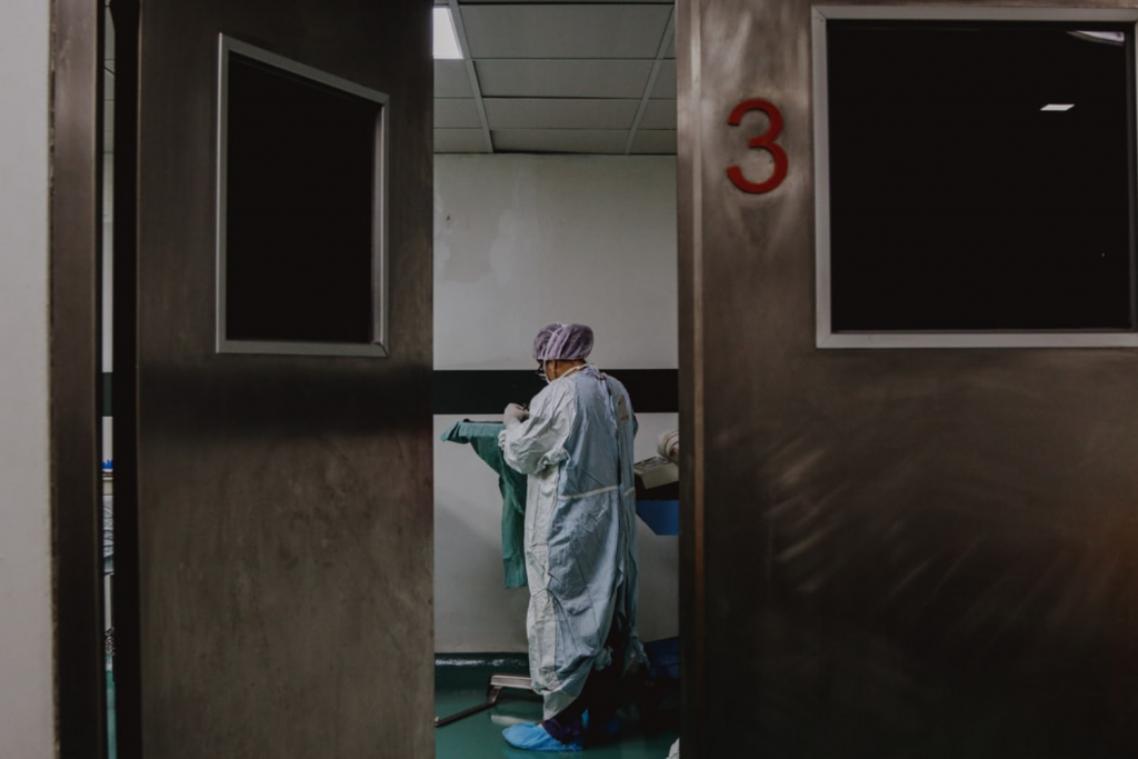 Potwierdziły się najgorsze prognozy – w Łódzkiem brakuje miejsc dla pacjentów covidowych  - Zdjęcie główne