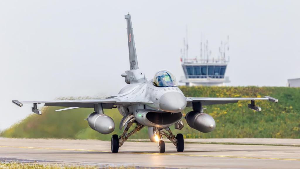Kilkuset żołnierzy polskich i amerykańskich oraz kilkunastu pilotów samolotów F-16 ćwiczą w Łódzkiem [ZDJĘCIA] - Zdjęcie główne