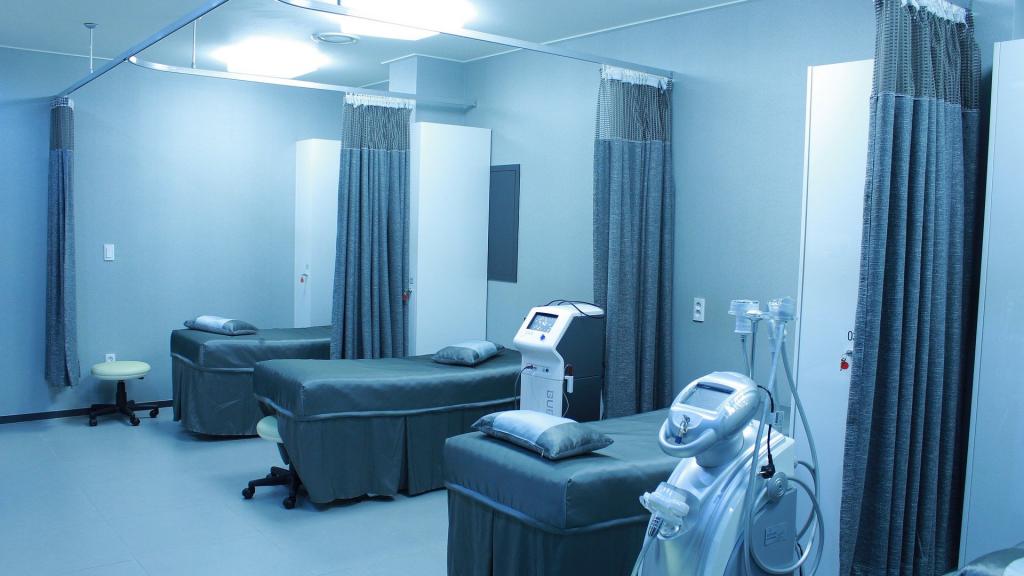 Narodowy Fundusz Zdrowia zaleca ograniczenie lub zawieszenie planowych zabiegów w szpitalach - Zdjęcie główne