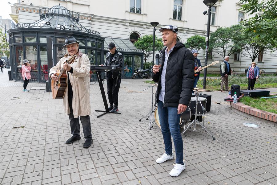 Na Piotrkowskiej w Łodzi kręcili teledysk do piosenki Krzysztofa Igora Krawczyka i Mariana Lichtmana [zdjęcia] - Zdjęcie główne